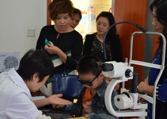 岳教授:斜弱视治疗 恢复三级视功能很重要